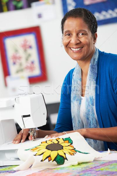 Portret kobieta elektryczne maszyny do szycia kobiet szczęśliwy Zdjęcia stock © monkey_business