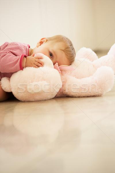 Knuffelen roze teddybeer home meisje Stockfoto © monkey_business