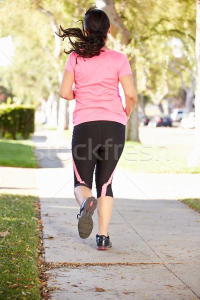Vedere din spate femeie alergător suburban stradă Imagine de stoc © monkey_business