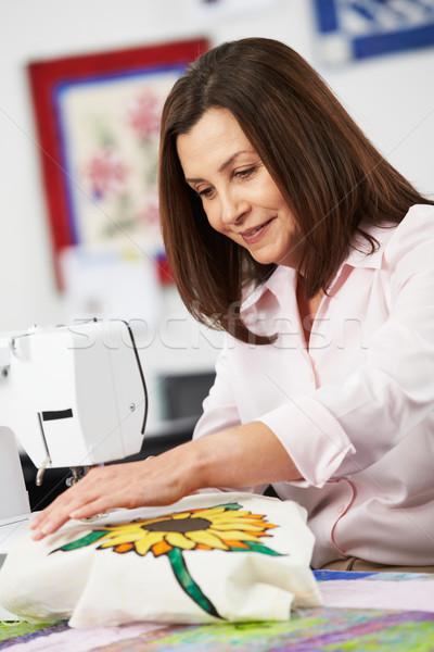 Kadın elektrik dikiş makinesi kadın mutlu dizayn Stok fotoğraf © monkey_business