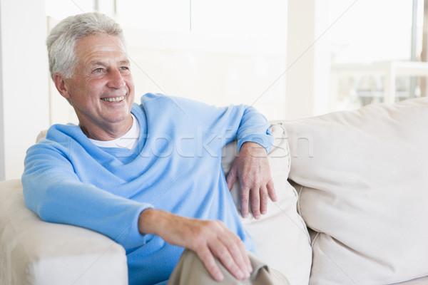 Photo stock: Homme · séance · salon · souriant · heureux · portrait