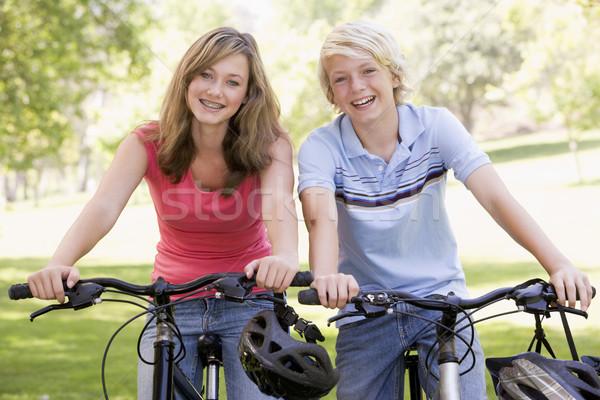 Menina amigos menino bicicleta Foto stock © monkey_business