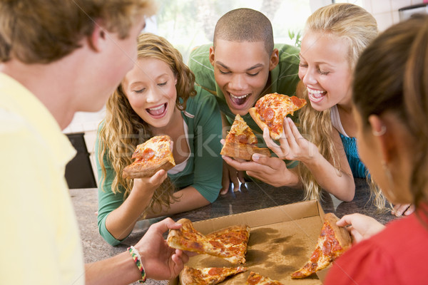 Grupo adolescentes comer pizza alimentos feliz Foto stock © monkey_business