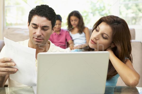 Сток-фото: родителей · используя · ноутбук · домой · компьютер · семьи · детей
