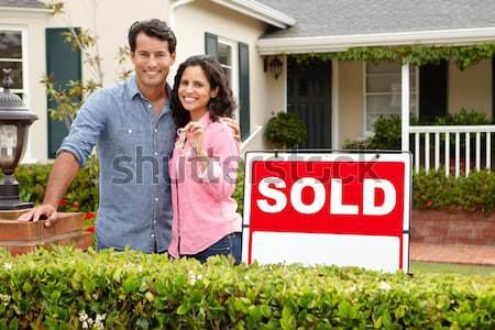 Foto stock: Altos · hispanos · Pareja · fuera · casa · vendido