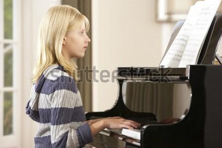 Fiatal srác játszik hangversenyzongora otthon kezek boldog Stock fotó © monkey_business