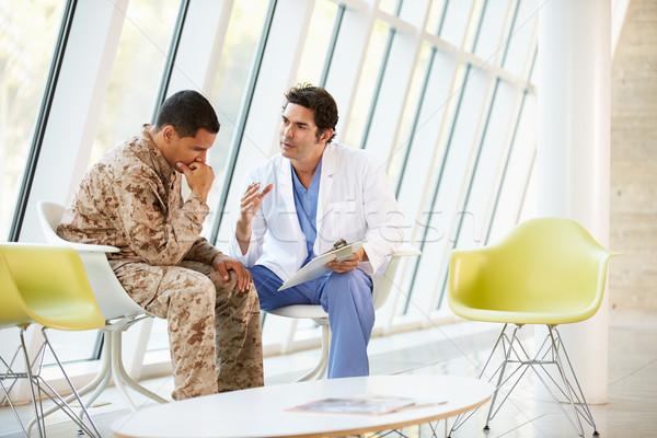 Foto stock: Médico · soldado · sofrimento · estresse · reunião