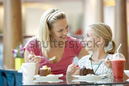Familie lunch samen mall meisje man Stockfoto © monkey_business
