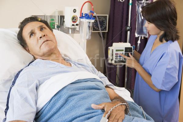 Orvos segít középkorú férfi orvosi ágy ázsiai Stock fotó © monkey_business
