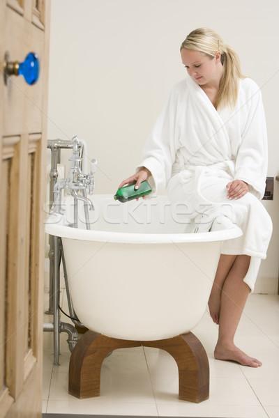 Donna bagno vasca da bagno home stanza Foto d'archivio © monkey_business