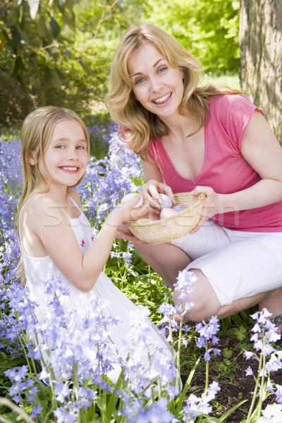 Stock fotó: Anya · lánygyermek · húsvét · néz · tojások · kint