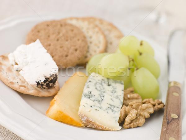 Foto stock: Prato · queijo · biscoitos · azul · faca · uvas