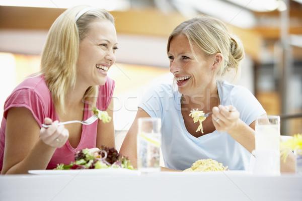 Női barátok ebéd együtt bevásárlóközpont nő Stock fotó © monkey_business