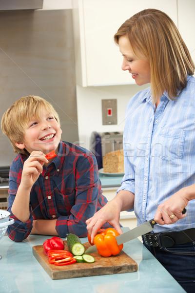 Moeder zoon huiselijk keuken voedsel Stockfoto © monkey_business