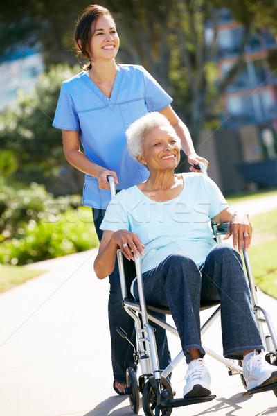 Cuidador empujando altos mujer silla de ruedas mujeres Foto stock © monkey_business