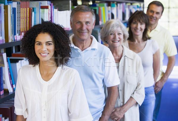 Estudiantes adultos pie biblioteca libro estudiante educación Foto stock © monkey_business
