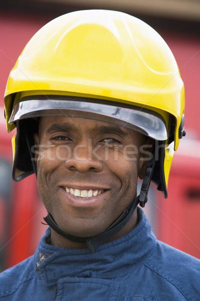 Retrato bombeiro em pé carro de bombeiros feliz sorridente Foto stock © monkey_business