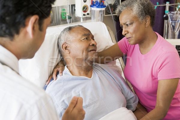 Stock fotó: Idős · pár · beszél · aggódó · orvosi · pár · kórház