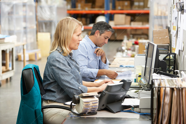 Сток-фото: бизнеса · коллеги · рабочих · столе · склад · компьютер