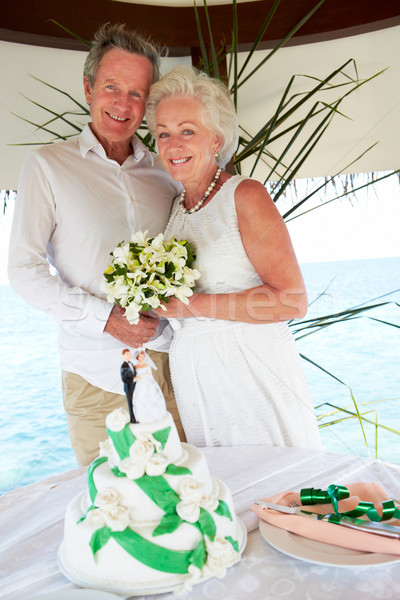 старший пляж Свадебная церемония торт передний план женщину Сток-фото © monkey_business
