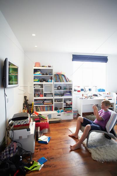 Erkek oynama video oyunu yatak odası çocuklar mutlu Stok fotoğraf © monkey_business