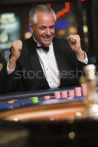 Stock fotó: Férfi · ünnepel · győzelem · rulett · asztal · kaszinó