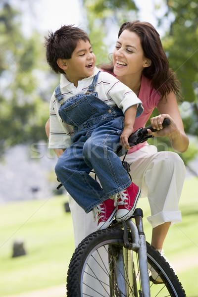 Photo stock: Femme · vélo · extérieur · femme · souriante · souriant