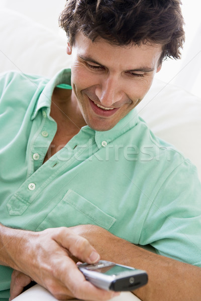 Man binnenshuis mobiele woonkamer salon Stockfoto © monkey_business
