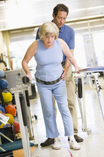 Patient réhabilitation homme hôpital médecine marche Photo stock © monkey_business