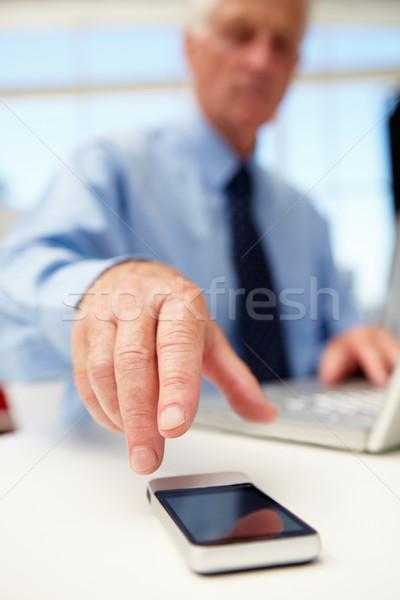 Stock fotó: Idős · üzletember · laptop · telefon · számítógép · internet