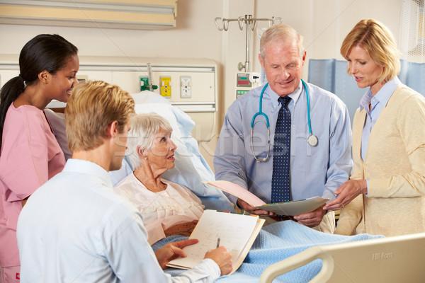 Medische team senior vrouwelijke patiënt bed Stockfoto © monkey_business