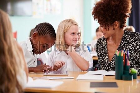 Professor ajuda feminino estudar secretária sala de aula Foto stock © monkey_business
