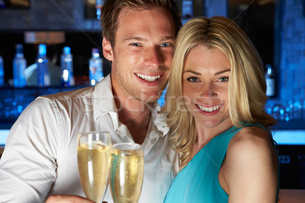 Stockfoto: Paar · genieten · glas · champagne · bar · drinken