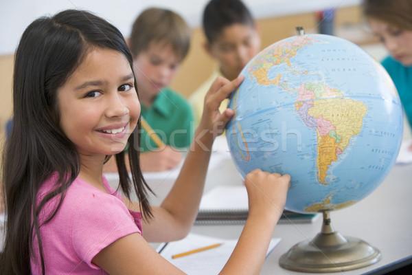 Foto stock: Escuela · primaria · geografía · clase · mundo · ninos · nino