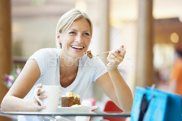 Stok fotoğraf: Kadın · yeme · parça · kek · alışveriş · merkezi · kahve