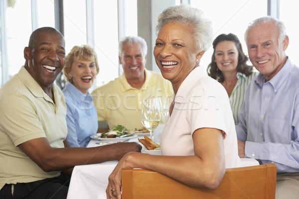 Amigos almuerzo junto restaurante alimentos vino Foto stock © monkey_business