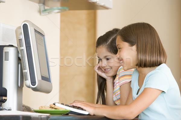 Fiatal lányok konyha számítógép mosolyog emberek Stock fotó © monkey_business