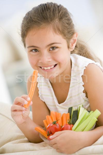 Foto d'archivio: Giovane · ragazza · mangiare · ciotola · verdura · soggiorno · sorridere