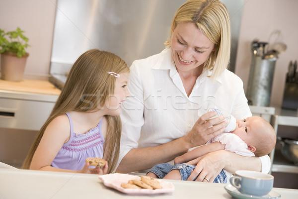 Madre baby cucina figlia mangiare Foto d'archivio © monkey_business