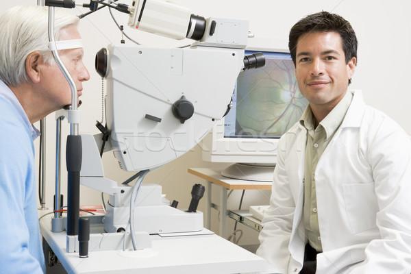 Médecin patient prêt examen de la vue médicaux hommes Photo stock © monkey_business
