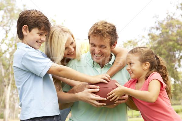 Stockfoto: Familie · spelen · amerikaanse · voetbal · samen · park