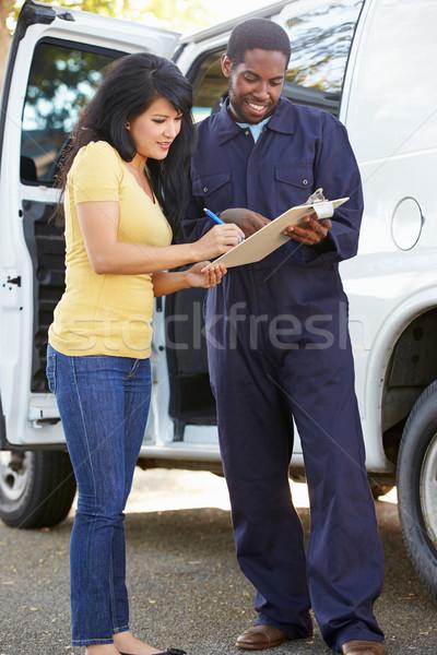 Kunden Unterzeichnung Lieferung Kurier Frau Frauen Stock foto © monkey_business