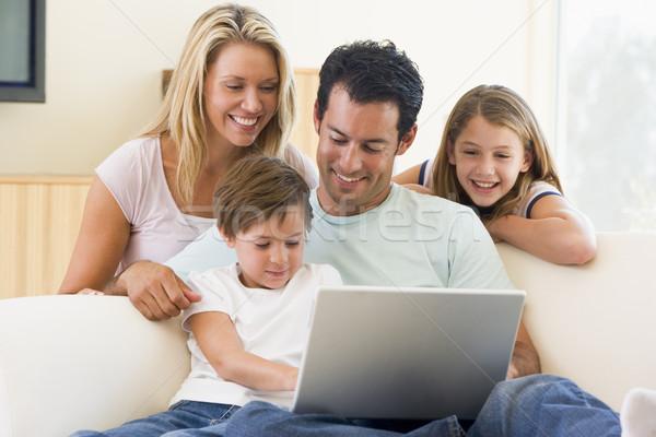 Foto d'archivio: Famiglia · soggiorno · laptop · sorridere · computer · donna