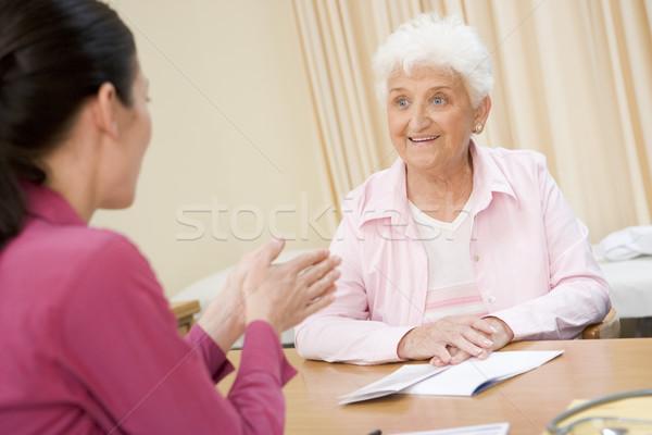 Stock fotó: Nő · orvosi · rendelő · mosolygó · nő · mosolyog · orvos · boldog