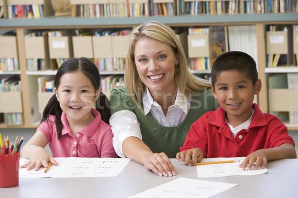 детский сад учитель помогают студентов узнать Дать Сток-фото © monkey_business