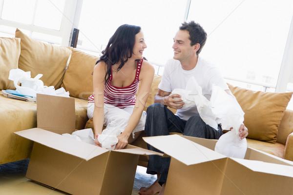 Pareja cajas nuevo hogar sonriendo mujer casa Foto stock © monkey_business