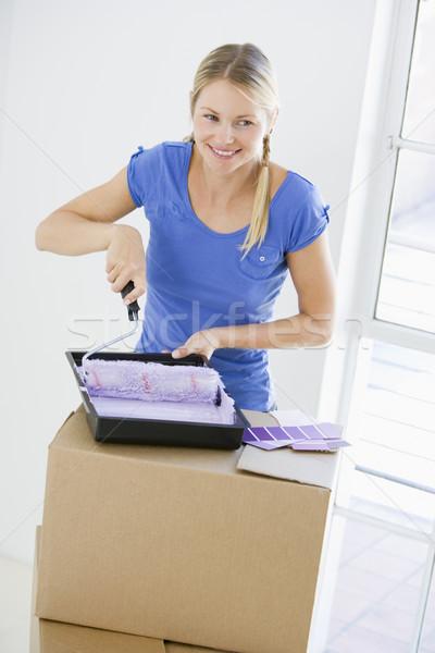 Mujer pintura habitación nuevo hogar mujer sonriente sonriendo Foto stock © monkey_business