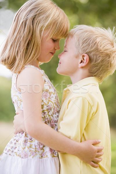 Stockfoto: Twee · jonge · kinderen · buitenshuis · meisje