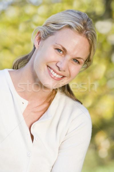 Foto d'archivio: Donna · esterna · donna · sorridente · sorridere · donne · home