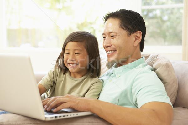Stok fotoğraf: Baba · kız · dizüstü · bilgisayar · kullanıyorsanız · ev · bilgisayar · çocuk